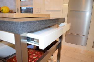 Küchenwagen mit Messerschublade