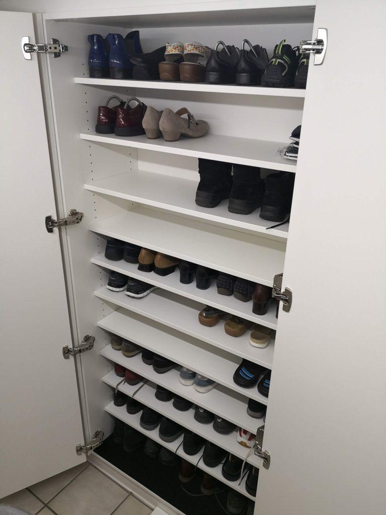 Schuhschrank in der Einbaugarderobe