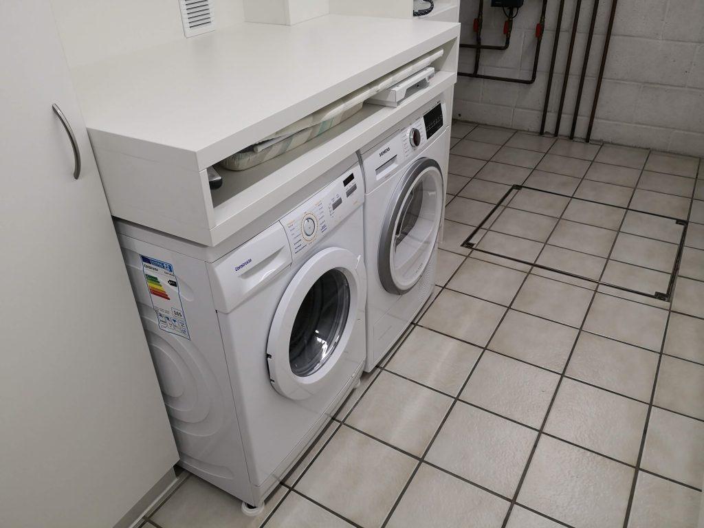 Waschmaschine im Hauswirtschaftsraum