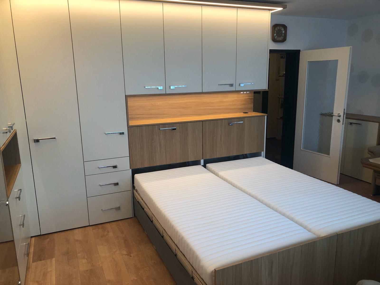Schlafen im Wohnzimmer im Schrankbett Belitec  Innenausbau Binder