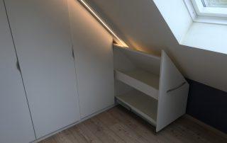 Spitzboden Schrank rechts