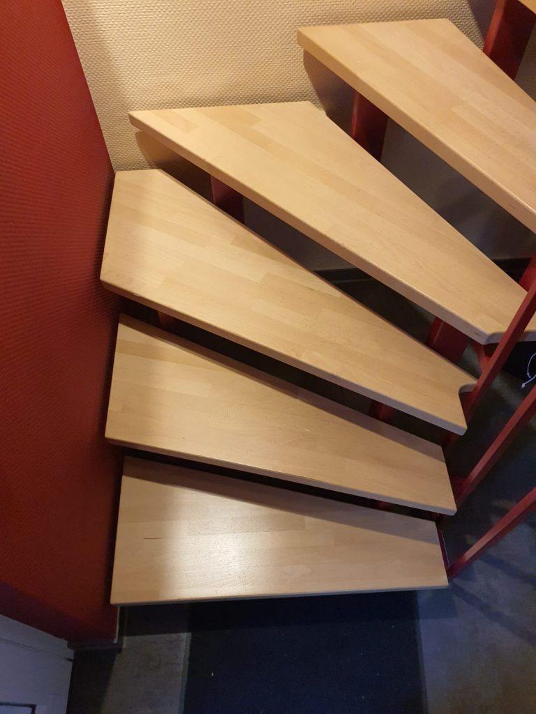 Treppe mit Stahlgestell