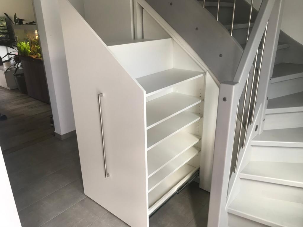 Einbauschrank unter der Treppe