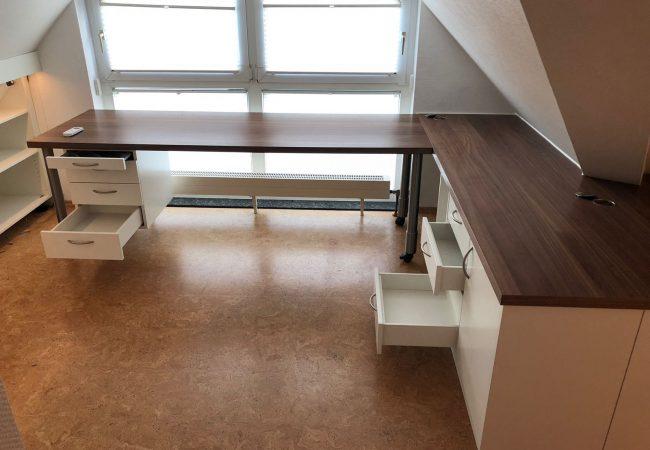 Schreibtisch mit Stauraum