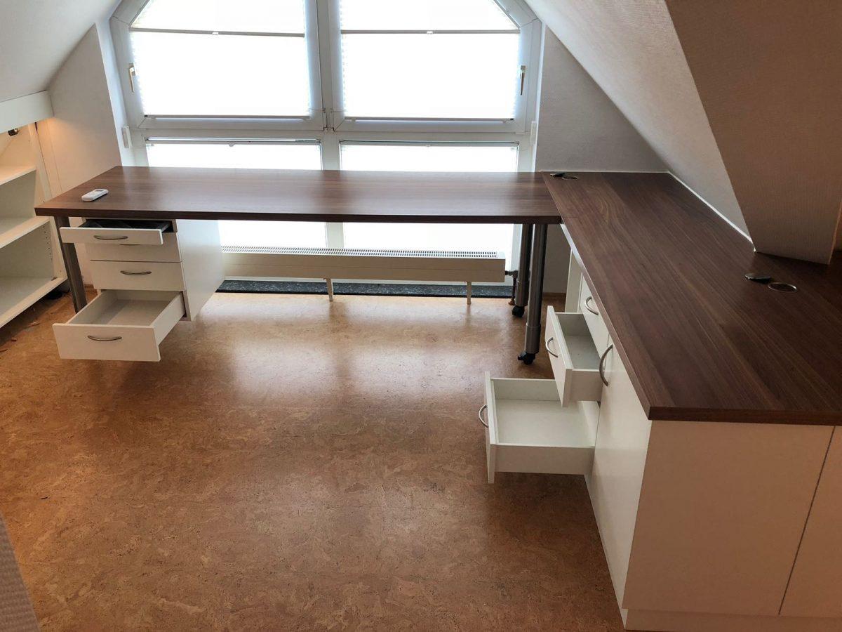 Schreibtisch, Dachschräge